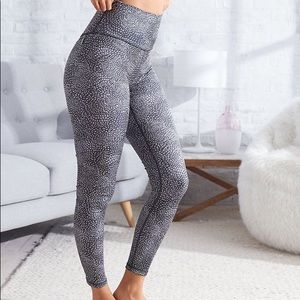 Aerie Chill Play Move Dotted Fitted Leggings
